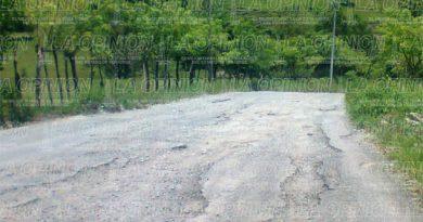 Urge la rehabilitación de la carpeta asfáltica