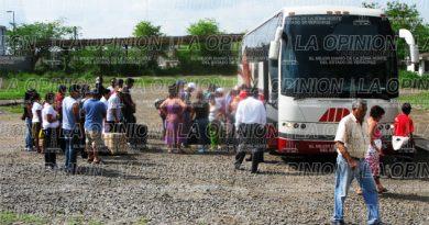 Ajetreo en terminales de Cerro Azúl por vacaciones de Semana Santa