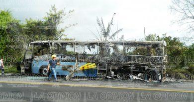 Arde autobús de pasajeros
