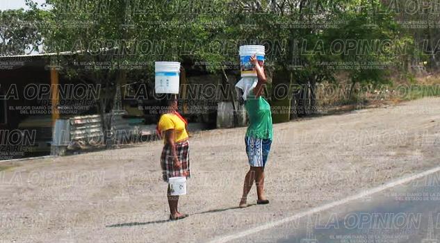 Batallan por la falta de Agua En la Sierra de Otontepec
