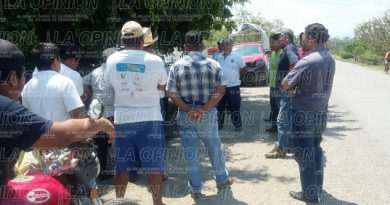 Caos vial en tianguis de Pastoría