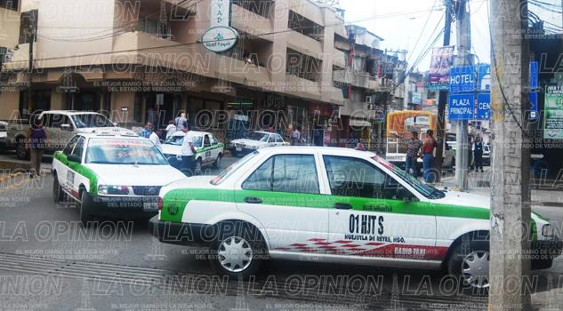 Concesiones sólo a políticos; taxistas se manifestan