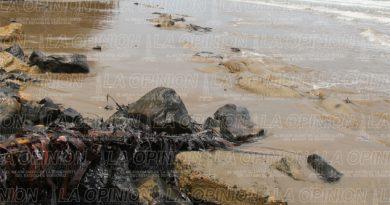 Derrame de petróleo en playas de Tuxpan