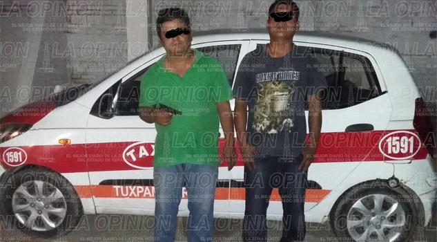 Detienen a dos personas que portaban armas de fuego