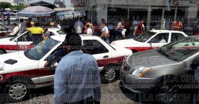 Caos vehicular por choque entre la calle 2 Oriente esquina con Heriberto Kehoe