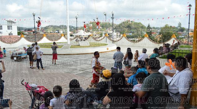 Llegan turistas a Papantla