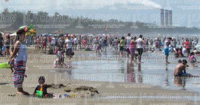 Miles de turistas llegan a Tuxpan