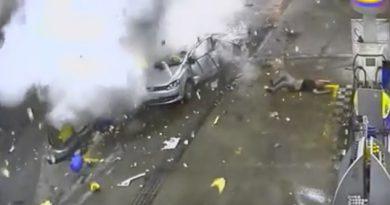 Mujer muere calcinada al explotar su auto en una gasolinera