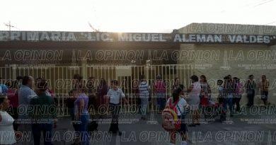 Rechazan el comportamiento de la directora de la primaria Miguel Alemán