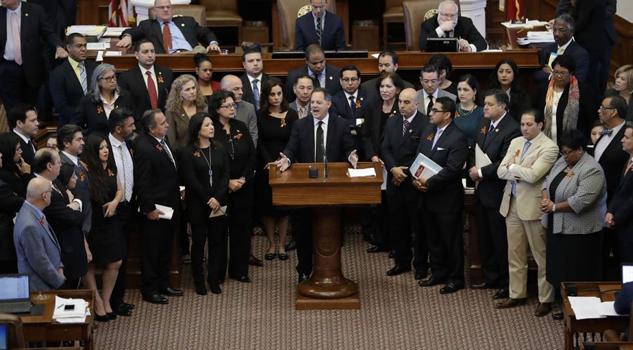 Representantes de Texas aprueban ley que prohíbe