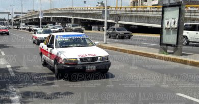 Representantes de taxistas se oponen a pagar 800 pesos del tarjeton