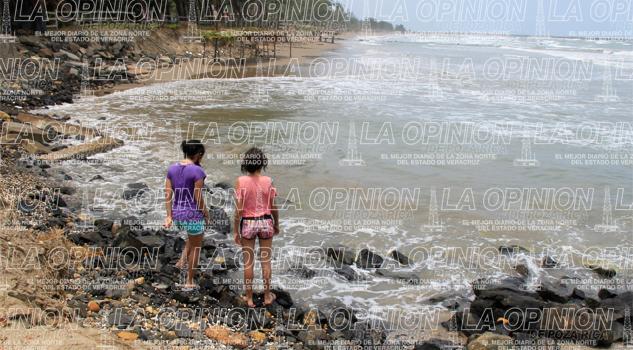 Se extiende derrame petrolero en la costa