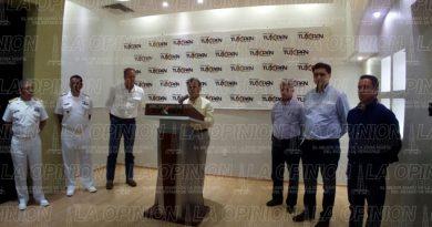 Se reúne Miguel Angel Yunes con representantes de Cámaras Empresariales
