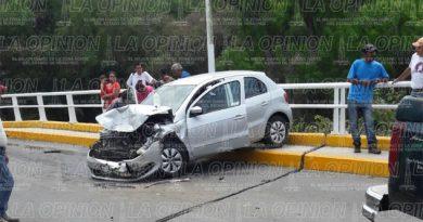 Violento choque sobre puente; cuatro heridos