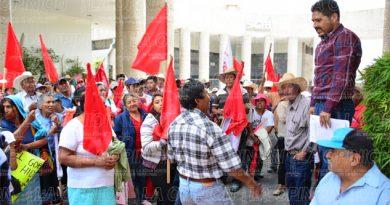 Amenazan productores con plantón en la Secretaría de Agricultura