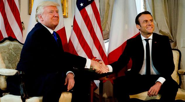 Apretón de manos entre Macron y Trump causa revuelo en Twitter