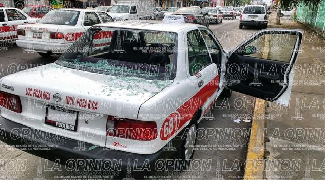 Ciclista se impacta contra un taxi