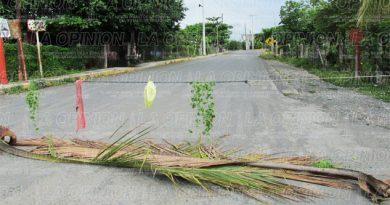 Cierran acceso hacia Cinco Poblados