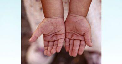 Como castigo le quemó las manos a su nieta