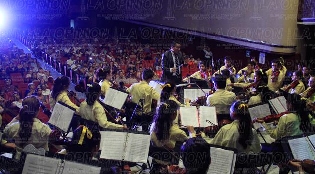 Disfrutan concierto de primer nivel