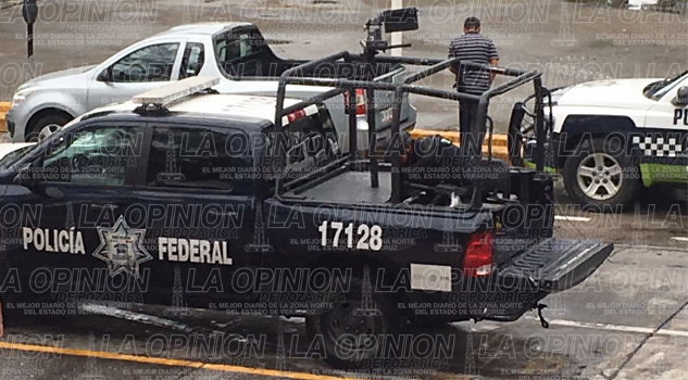 Elementos de seguridad se reúnen con el alcalde de Poza Rica