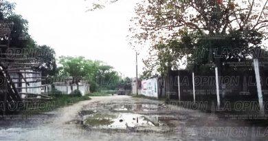 Exigen rehabilitación de calles en San Felipe