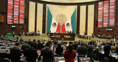 Fiscal acusa a diputados de corruptos