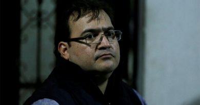 Guardias amenazan y propinan empellones a Duarte, denuncia abogado
