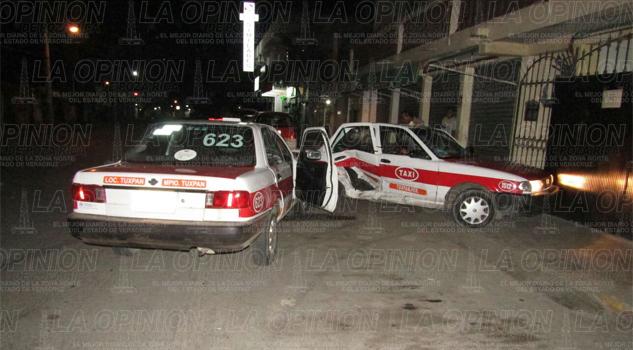 Hallan una escopeta en un taxi que fue impactado contra otro vehículo