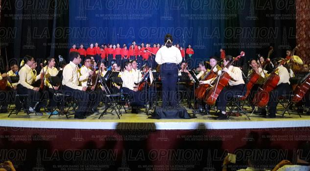 Mamas se dejan consentir por la Orquesta Sinfónica Esperanza Azteca