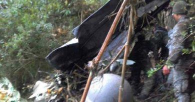 Ocho muertos tras estrellarse una avioneta de la Fuerza Aérea Colombiana