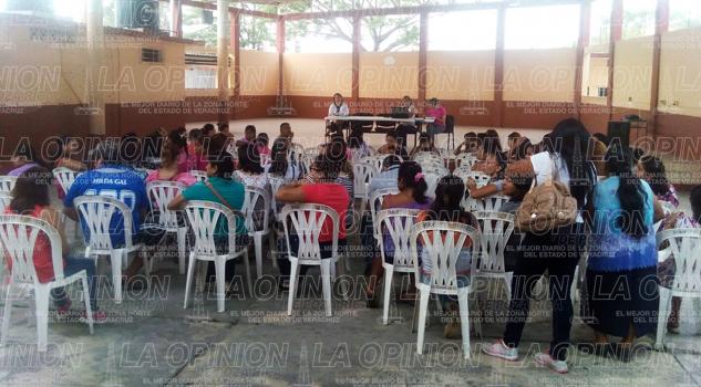 Padres exigen la destitución de la directora de la escuela Miguel Alemán