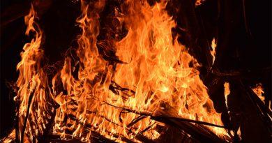 Pastor y cómplices fueron a prisión tras arrojar a una mujer al fuego porque estaba 'poseída'