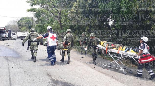 Policías militares se impactan contra torton