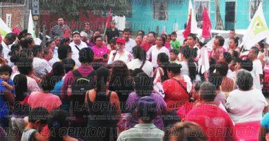 Respaldo colonos del Circuito Antorchista a Gaby Arango