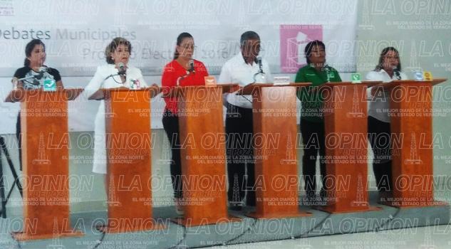 Seis de ocho candidatos en el debate municipal de Coatzintla