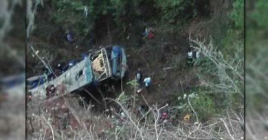Van 16 muertos y 4 desaparecidos tras volcadura de autobús