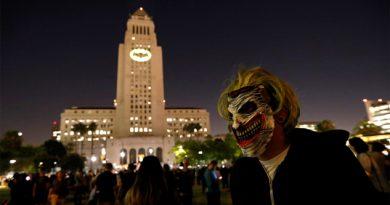Así brilló la bati-señal en Los Ángeles