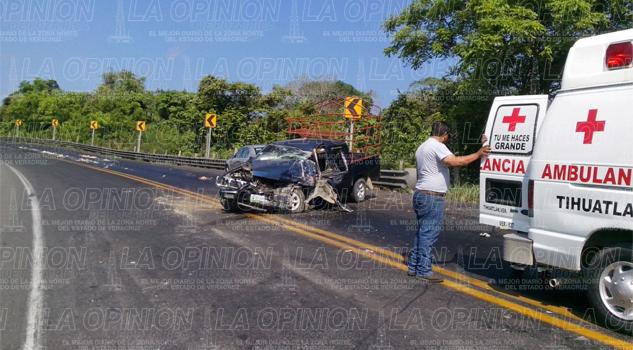 Camioneta se impacta contra un tráiler
