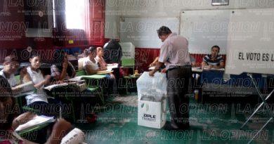 Colocan propaganda política cerca de casillas en Papantla