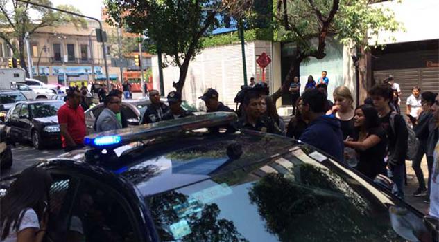 Enfrentamiento entre policías y estudiantes
