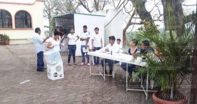 Escaso movimiento de votantes en Tihuatlán