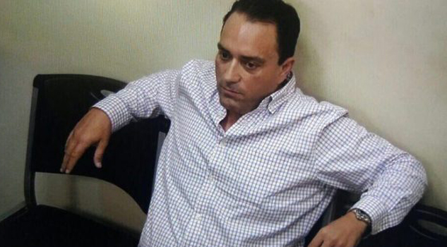 Exgobernador de Quintana Roo ahora lavará baños