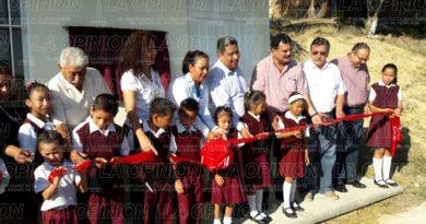 Inauguran un aula en la primaria Insurgentes