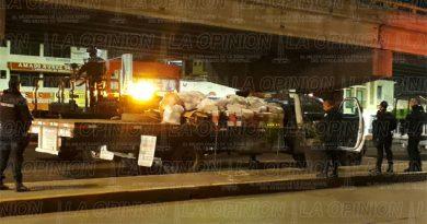 Intervienen camión cargado de fayuca frente al parque Juárez