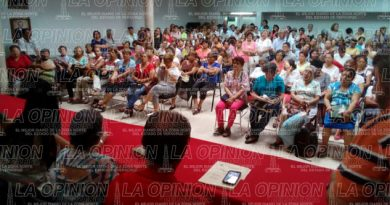 Maestros jubilados buscan solución a pagos que les debe el ISSSTE