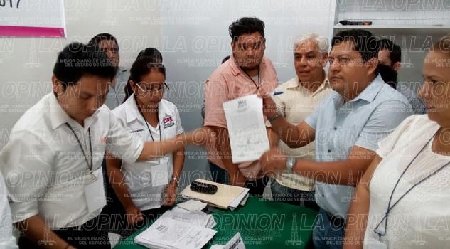 Mariano Romero recibe constancia de mayoría