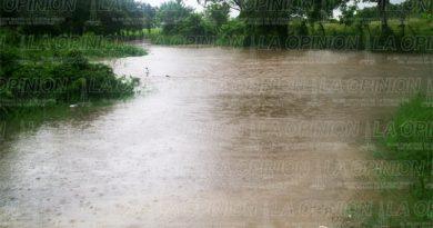 Monitorean arroyos por las lluvias