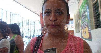 Piden cambio de maestra en Leona Vicario