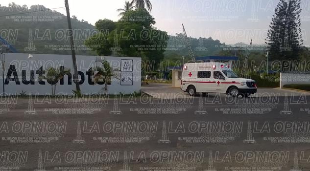 Reportan a una persona golpeada en auto hotel